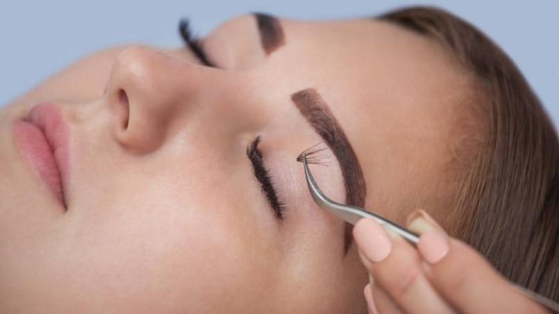 mink-lash-extensions-or-long-eyelashes